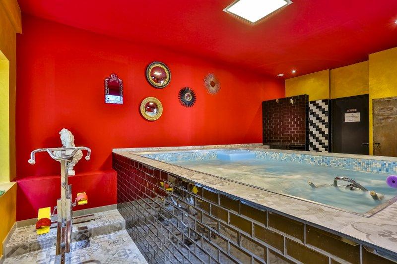 SO HOUSE · Villa duplex avec piscine intérieure chauffée