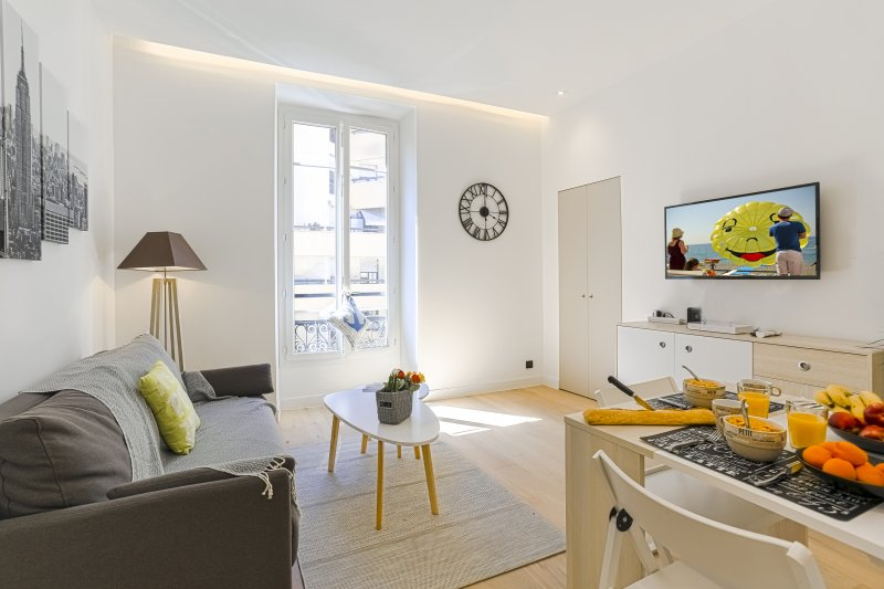 FRANCE 842 · Duplex proche plage - A/C